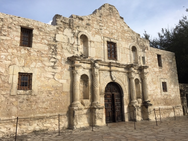 Managed to get a shot of the Alamo with no one posing in front of it.